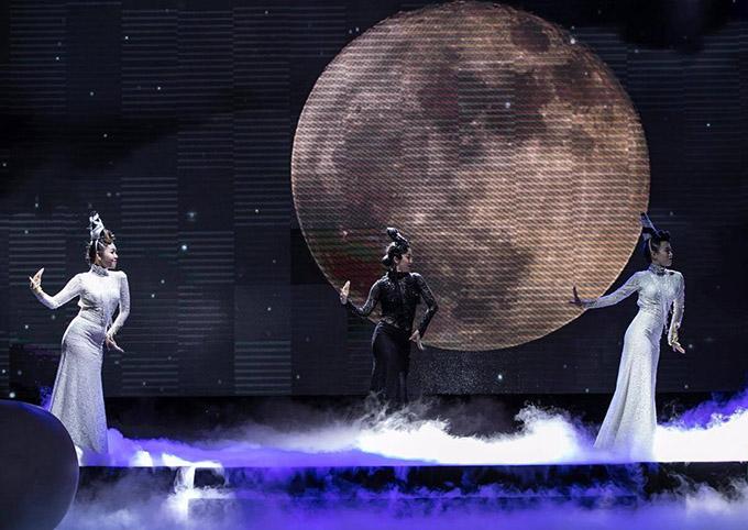 Các tiết mục ca nhạc, nghệ thuật tạo điểm nhấn thú vị cho đêm tiệc kỷ niệm tuổi 15 của báo Ngoisao.net.