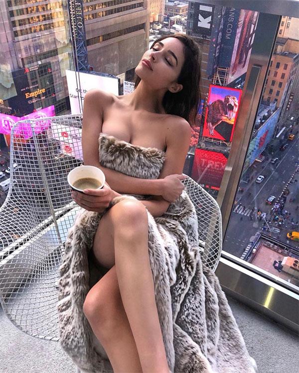 Hoa hậu khoe ảnh sexy trên Instagram.