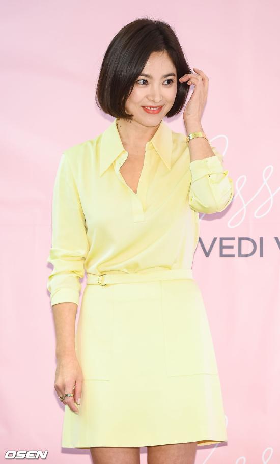 Song Hye Kyo của hiện tại. Hoàn thành bộ phim Boyfriend vào tháng 1 vừa rồi, hiện Song Hye Kyo vẫn chưa bước vào dự án phim mới. Trong khi đó, chồng cô đang đóng phim ở nước ngoài.