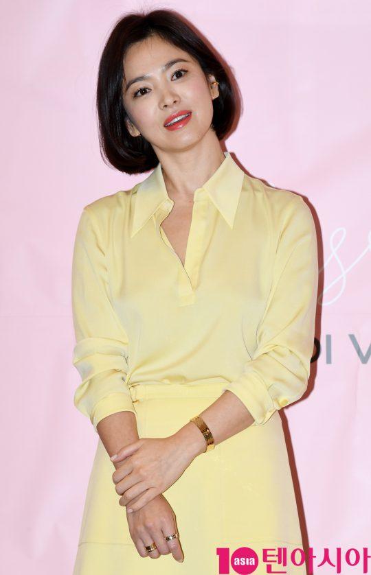 Kiểu tóc ngắn giúp Song Hye Kyo nhận được vô khối lời khen của người hâm mộ.
