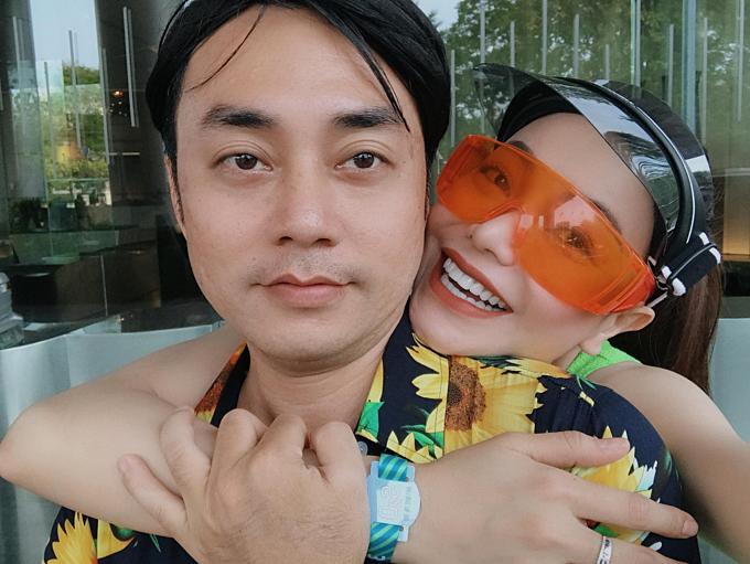 Mẹ đơn thân Trà Ngọc Hằng đăng ảnh thân thiết chụp cùng một người bạn trong kỳ nghỉ ở xứ sở Chùa Vàng.