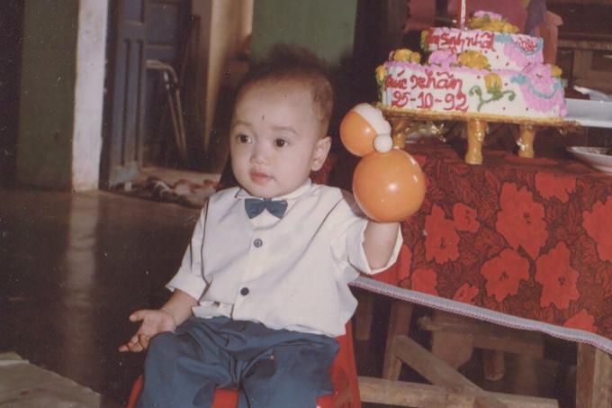 Ca sĩ Trúc Nhân khoe loạt ảnh thuở ấu thơ nhân dịp ra mắt MV mới Lớn rồi còn khóc nhè.