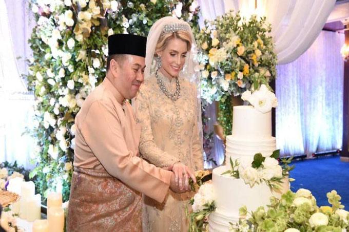 Thái tử Tengku Muhmmad Faiz Petra và vợ Thụy Điển ở đám cưới hôm 19/4. Ảnh: CNA.