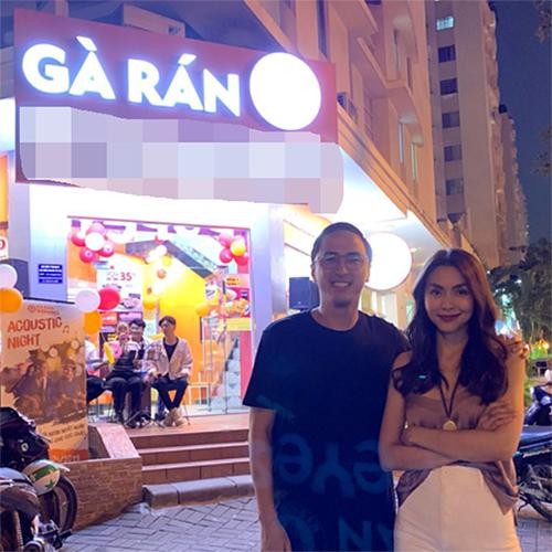 Vợ chồng Tăng Thanh Hà rủ nhau đi ăn gà rán vào cuối tuần.