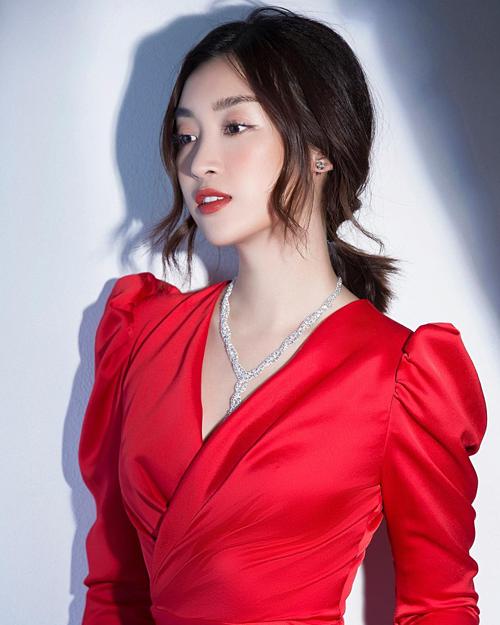 Hoa hậu Đỗ Mỹ Linh dặn lòng: Đừng cố gắng vì một ai đó khi mà họ không cố gắng vì bạn.