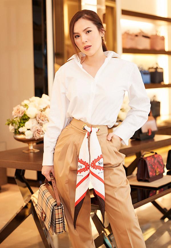 [Caption Trong năm 2019, Phương Lê cho hay cô tiếp tục theo đuổi hình ảnh một quý cô thành đạt, sang trọng và quyến rũ. Sắp tới đây, Phương Lê tiếp tục cho ra mắt 3 cơ sở kinh doanh triệu đô ở Đà Nẵng, Nha Trang và Đắk Lắk.
