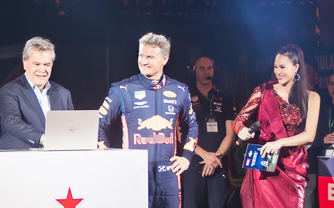 David vốn là thần tượng của tôi ở giải đua F1. Khi có cơ hội đứng cạnh và giao lưu vài phút ngắn ngủi với David khi ông nhấn nút khởi động cỗ máy công thức 1, tôi vô cùng run rẩy. Có lẽ đây là khoảnh khắc mà tôi không thể quên, Phương Mai nói.