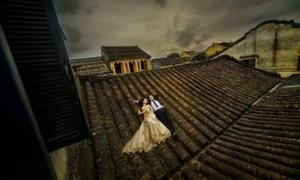 Tranh cãi về việc chụp ảnh cưới trên nóc nhà Hội An