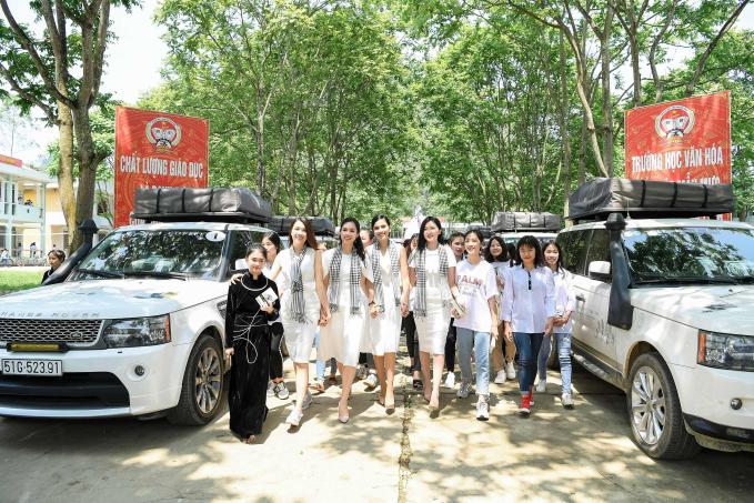 Cuối tuần qua, Á hậu Hoàng My, Lệ Hằng, Trương Thị May và diễn viên Lương Thanh có buổi giao lưu, tặng sách cho người dân Bản Gun Khuổi Ky, trường tiểu học, THPT Trùng Khánh và Đồn biên phòng Đàm Thủy (Cao Bằng) khi tham gia Hành trình từ trái tim.