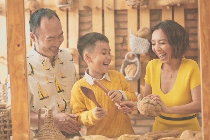 Khoảnh khắc hạnh phúc của gia đình nữ diễn viên hài. Thời gian sắp tới, Tiến Luật - Thu Trang tập trung sản xuất phim nên chưa có dự định sinh thêm con.