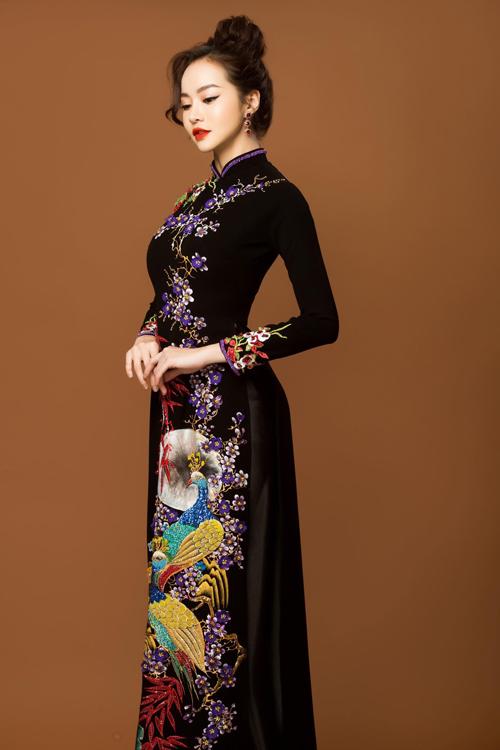 Tà áo tôn vinh nét đẹp của phụ nữ Á đông và giúp vóc dáng trở nên thanh thoát, cao ráo.