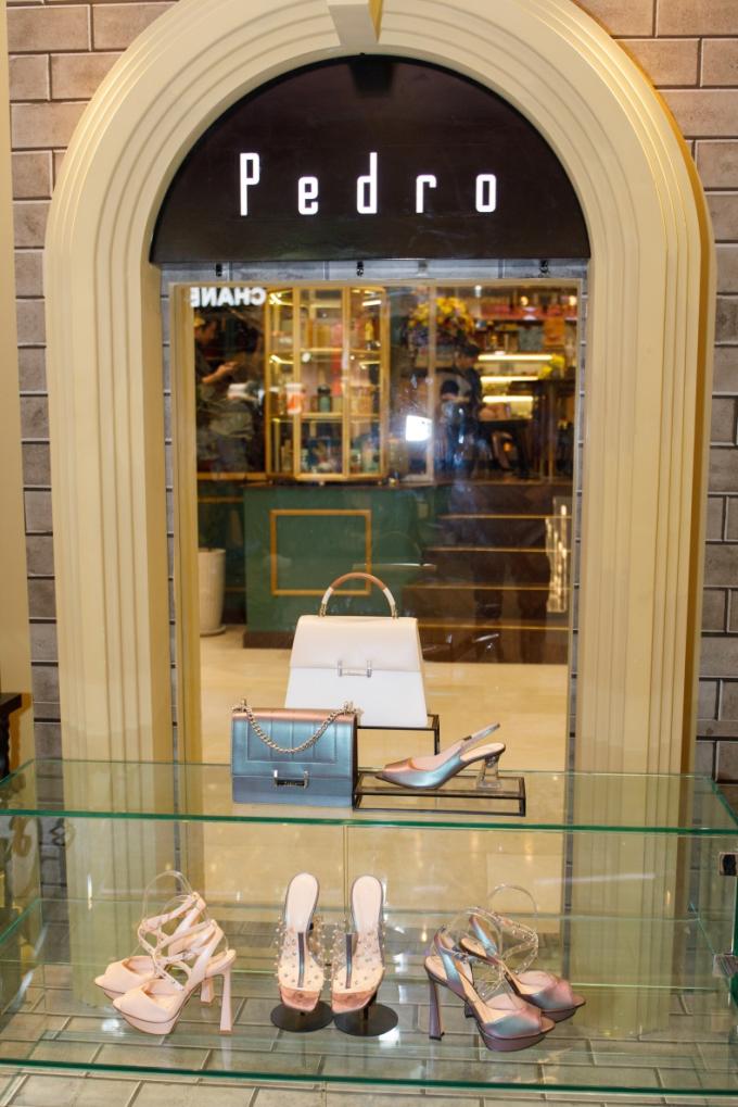 Là thương hiệu phụ kiện, túi xách và giày dép nổi tiếng đến từ Singapore, Pedro mang đến những sản phẩm không chỉ nổi bật về chất lượng mà còn thu hút giới trẻ bởi tính ứng dụng cao và cập nhật xu hướng liên tục.