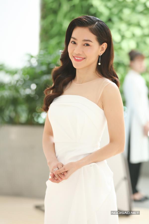 Đỗ Mỹ Linh, Tiểu đua vẻ gợi cảm tại sự kiện - 7
