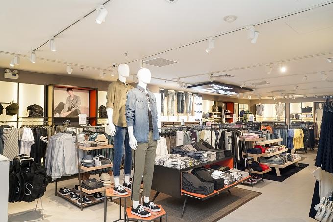 Sự kiện khai trương thu hút hàng trăm khách hàng đến tham quan và mua sắm chỉ trong vài tiếng đầu tiên. Dịp này, OVS tặng 100 chiếc áo thun cho 100 hóa đơn mua sắm đầu tiên trên một triệu đồng và giảm ngay 20% cho tất cả sản phẩm trong tuần lễ khai trương tại Vincom Center Đồng Khởi.