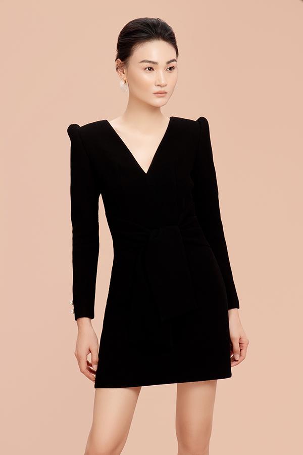 Bên cạnh các mẫu váy hai dây, váy lụa mềm phù hợp với tiết trời mùa hè là các kiểu váy ngắn khoe chân thon.