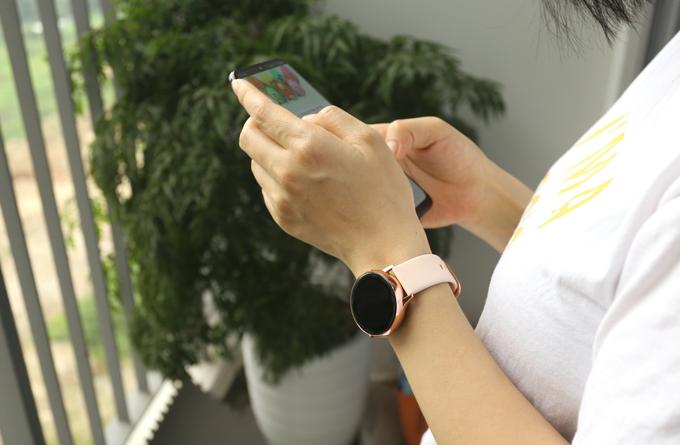 Điểm mới của dòng sản phẩm đeo thông minh Samsung Galaxy Watch Active chính là tính năng theo dõi huyết áp.