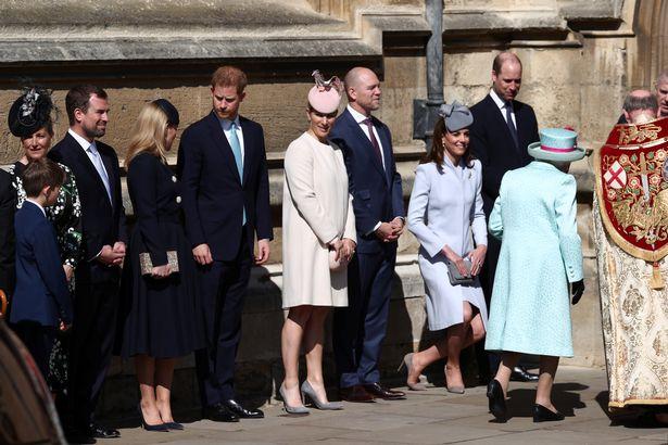 Harry đừng xa vợ chồng William - Kate tại hoạt động ở nhà thờ hôm 21/4. Ảnh: SWNS.