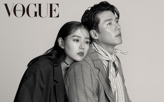 Son YeJin (trái)và Hyun Bin chụp hình chung cho tạp chí Vogue.
