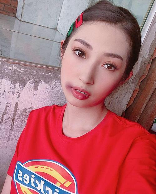 Khổng Tử Quỳnh makeup đóng vai bị đánh bầm miệng.