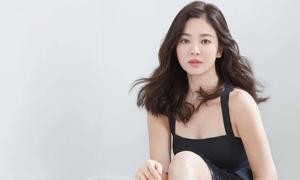 Song Hye Kyo vai trần, ngực lấp ló