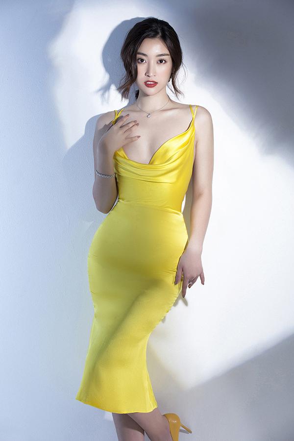 Đỗ Mỹ Linh phô diễn đường cong với váy Đỗ Long - 1