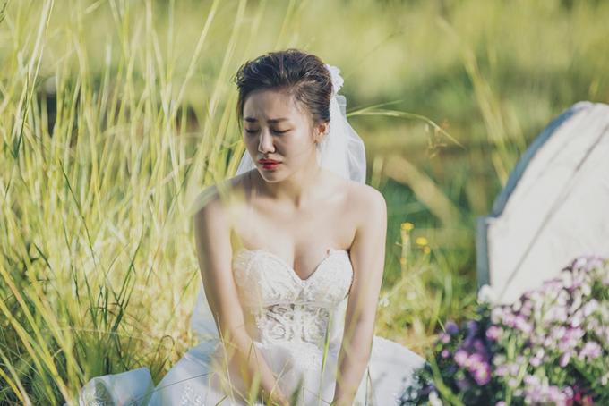 Thiết kếcúp ngực giúp khoe trọn bờ vai thon, khuôn ngực đầy của Văn Mai Hương.