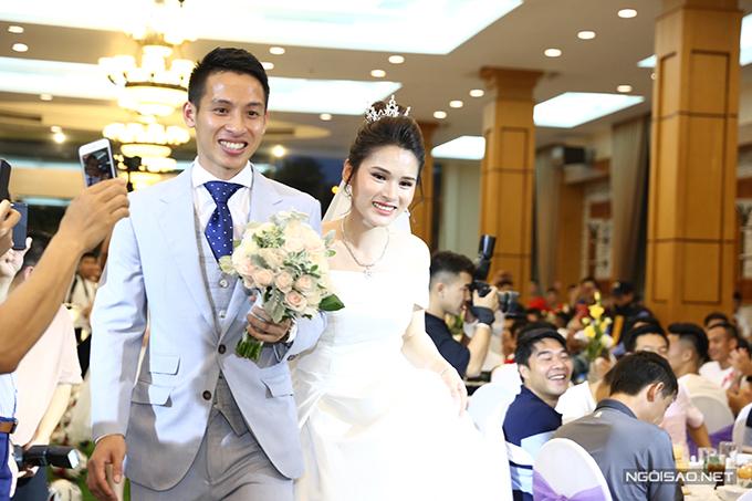 Chiều ngày 23/4, cầu thủ Hùng Dũng đã tổ chức tiệc cưới với mối tình đầu của mình là cô dâu Triệu Mộc Trinh tại Hà Nội. Nửa kia của chàng cầu thủ CLB Hà Nội sinh năm 1997, đến từ Hàm Yên, Tuyên Quang. Mộc Trinhhiện là sinh viên năm cuối trườngĐại học Văn hóa Hà Nội.