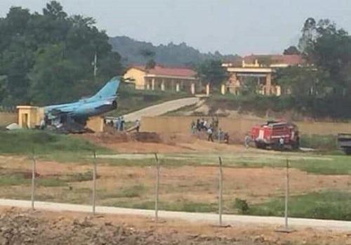 Máy bay gặp sự cố ở Yên Bái. Ảnh: CTV