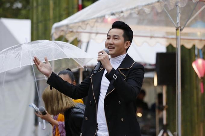Đoan Trang đội mưa biểu diễn ở Nhật Bản - 6