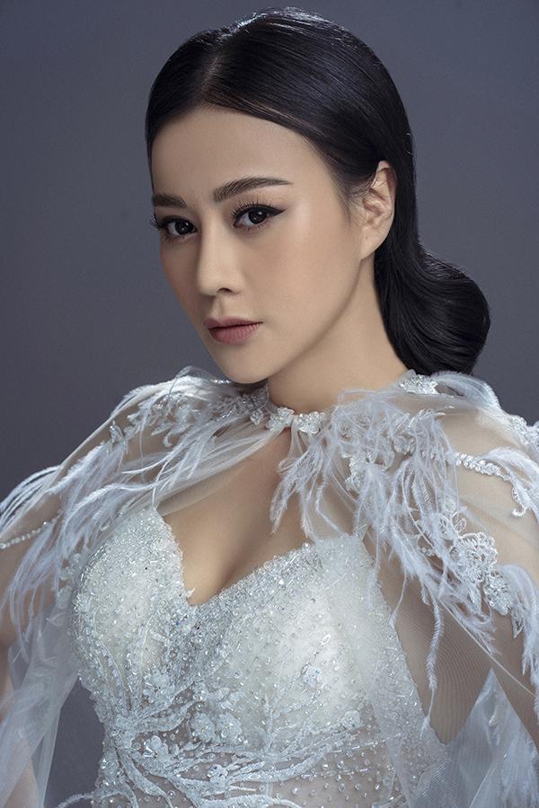 Gần đây, Phương Oanh tái xuất khán giả truyền hình với vai mới trong phim Nàng dâu order. Thể hiện một tiểu tam cố tình phá hoại hạnh phúc gia đình người khác, Phương Oanh bị nhiều khán giả ghét lây.