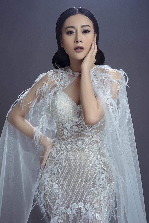 Trong bộ ảnh mới, Phương Oanh khoe nhan sắc ngày càng hoàn thiện sau khi công khai phẫu thuật thẩm mỹ.