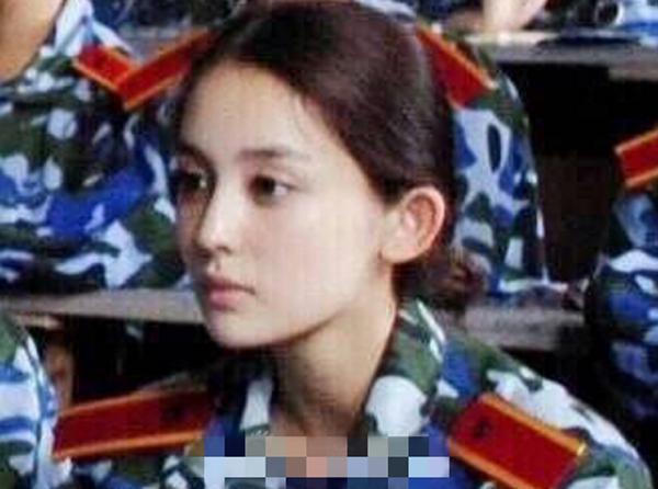 Ảnh thời nhỏ của Búp bê Tân Cương khiến fan xuýt xoa vì xinh - 5
