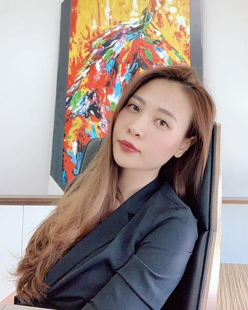 Đàm Thu Trang vừa đăng tải bức ảnh của mình lên trang cá nhân, chồng sắp cưới Cường Đôla liền vào khen: Vợ yêu của chồng xinh quá.