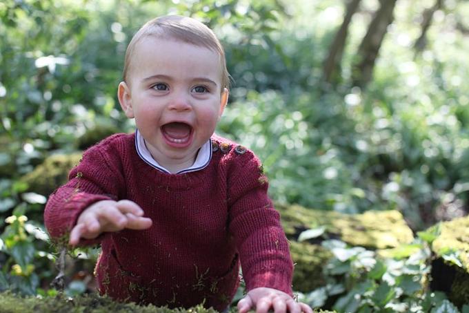 Hoàng tử Louis sinh động dưới ống kính của Kate nhân dịp tròn 1 tuổi. Ảnh: Kensington Place.