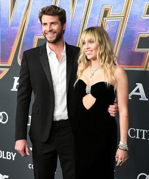 Miley và Liam đến ủng hộ Chris Hemsworth trong phần phim cuối cùng của seri Biệt đội siêu anh hùng. Nhờ vai diễn vị thần Thor dũng mãnh trong loạt phim này, anh trai Liam đã trở thành một ngôi sao Hollywood. Miley Cyrus rất thân thiết với anh chồng và là một fan của bộ phim. Avengers: Endgame sẽ được công chiếu trên rạp từ ngày 26/4.