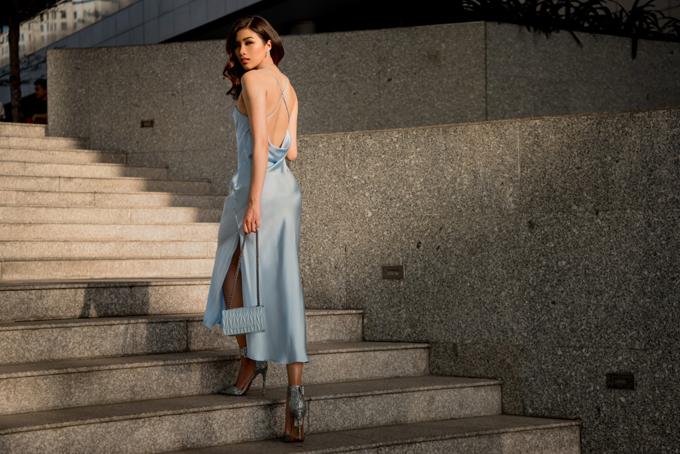 Sau khi thử sức ở nhiều cuộc thi sắc đẹp, Nguyễn Thị Thành vẫn tích cực hoạt động showbiz nhưng hình ảnh của cô thường bị chê một màu, không có sự đột phá, thậm chí sến sẩm. Trong bộ ảnh streetstyle mới, cô dần lột xác với style sexy cá tính.