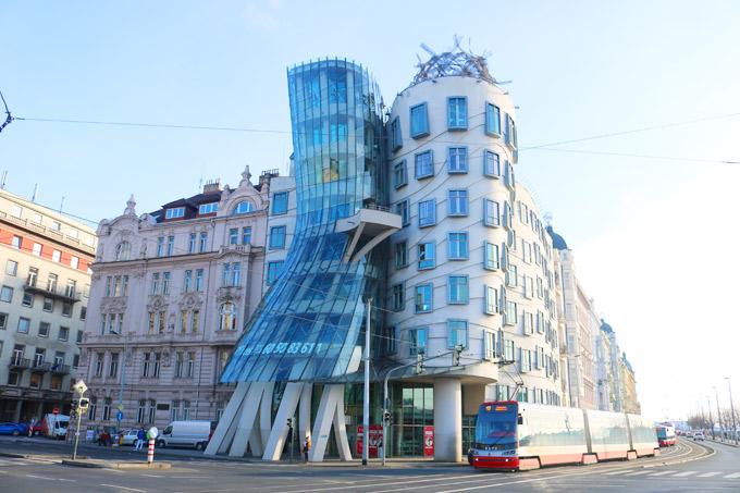 Ngôi nhà nhảy múa, một địa điểm check in ở Prague.