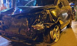 Ôtô biến dạng sau tai nạn liên hoàn khiến nữ lao công tử vong
