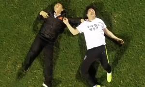 HLV Park thắng Ahn Jung-hwan khi so tài tâng bóng trúng xà ngang