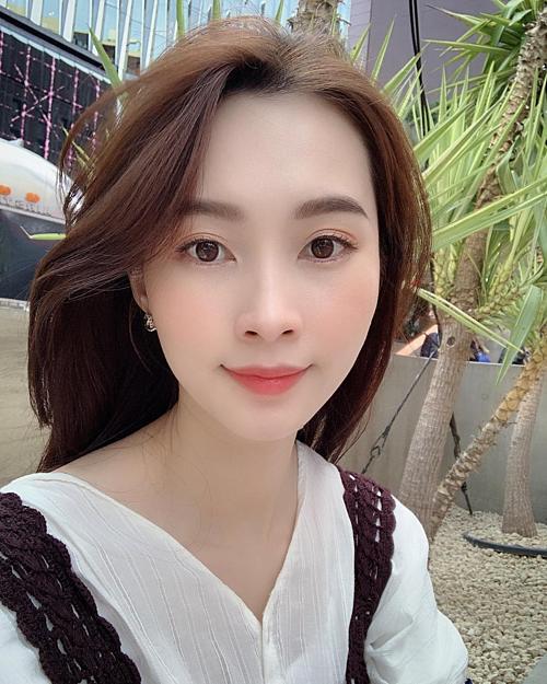 Hoa hậu Đặng Thu Thảo đăng ảnh selfie trong chuyến du lịch Nhật Bản. Bà mẹ một con chú thích: Thời tiết đẹp có làm người ta đẹp theo không?.