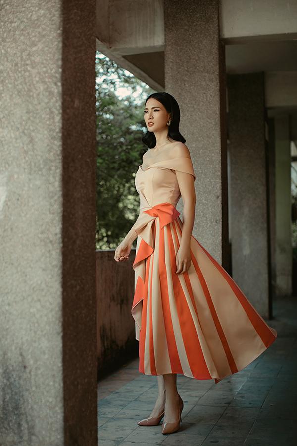 Bộ ảnh được thực hiện với sự hỗ trợ của nhiếp ảnh Alex Cui, stylist Kelvin Long, trang điểm Đinh Văn Long.
