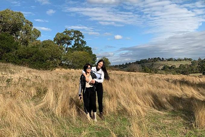 Mẹ con Hoa hậu Phương Khánh yêu thích không gian lộng gió ở cánh đồng Lysterfield - một vùng ngoại ô cách trung tâm Melbourne 32 km về phía đông nam.