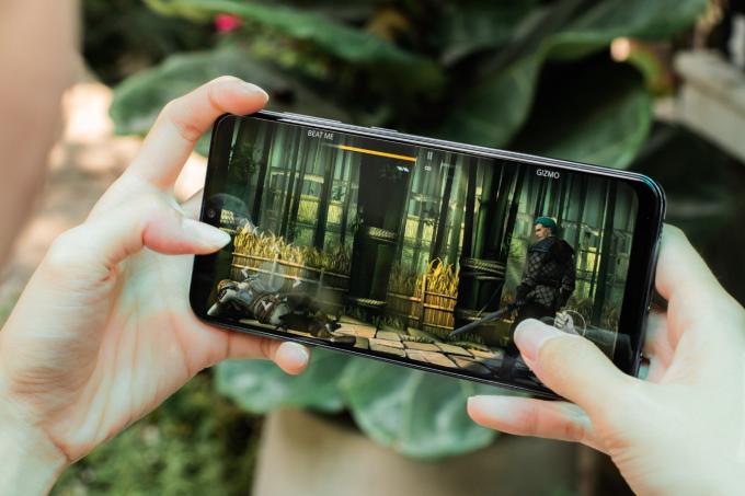 Một vài trận game giải lao giữa chặng hành trình được trọn vẹn hơn, đã mắt hơn cùng Galaxy A50 với màn hình tràn viền thời thượng.
