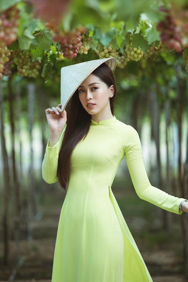 Sinh ra và lớn lên ở Hà Nội, Phương Nga hào hứng có cơ hội du lịch và khám phá nhiều vùng đất mới ở Việt Nam.