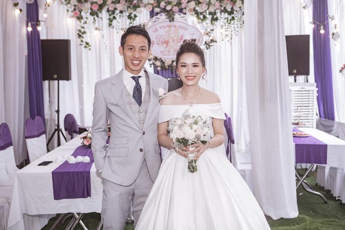 Cô dâu của Hùng Dũng chọn váy cưới tối giản cho ngày trọng đại - 2