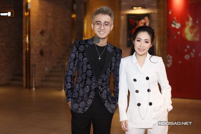 Nhạc sĩ Đạt G đi sự kiện cùng vợ. Anh là tác giả ca khúc Anh ơi ở lại.