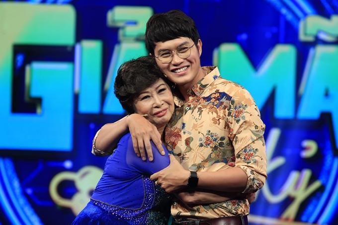 Hai mẹ con Kim Phương - Tống Hạo Nhiên bày tỏ tình cảm trên sóng truyền hình.