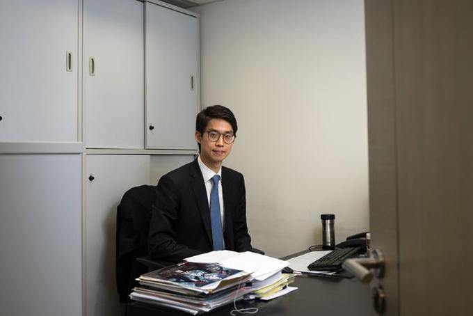 Alex Shih tại văn phòng làm việc. Ảnh: Straitstimes.