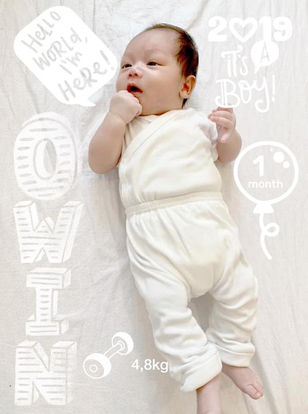 Con trai thứ hai của vợ chồng Ngọc Thạch lần đầu lộ diện.