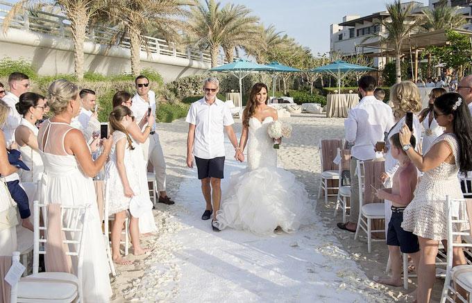 Đám cưới của người đẹp Anh và hôn phu kém ba tuổi được tổ chức vào đầu tháng 4 nhưng mới đây cặp sao mới công khai bộ ảnh trong ngày vui
